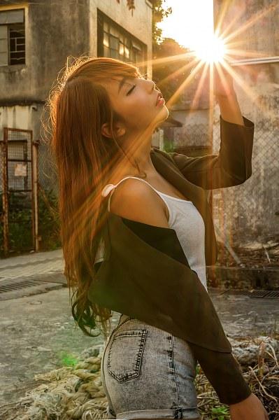 手握着太阳